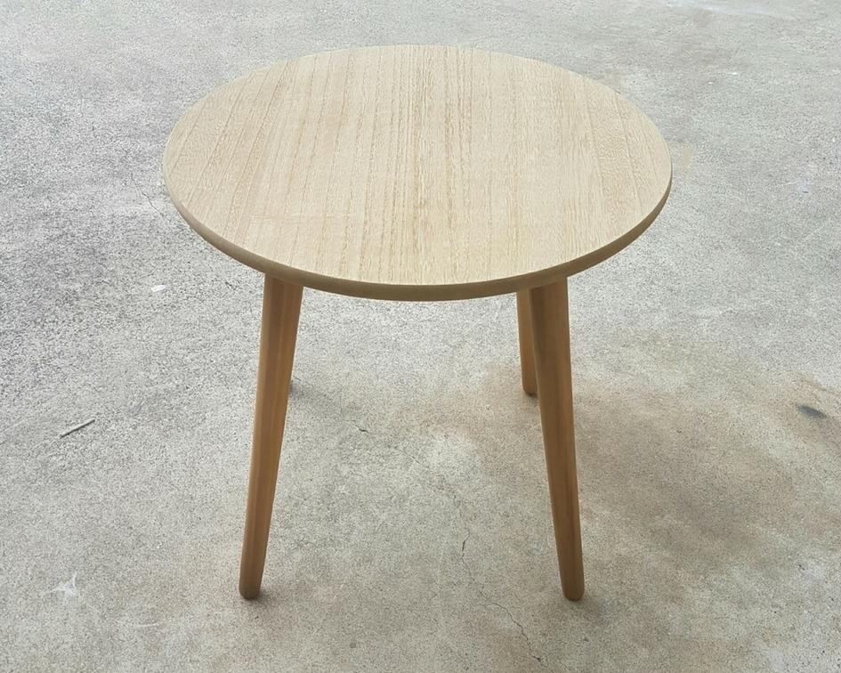 Round natural wooden side table - Splash Events, Noosa & Sunshine Coast