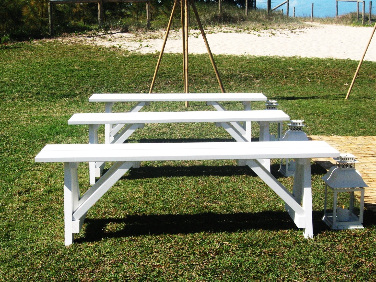 White coastal bench seats - Splash Events, Noosa & Sunshine Coast