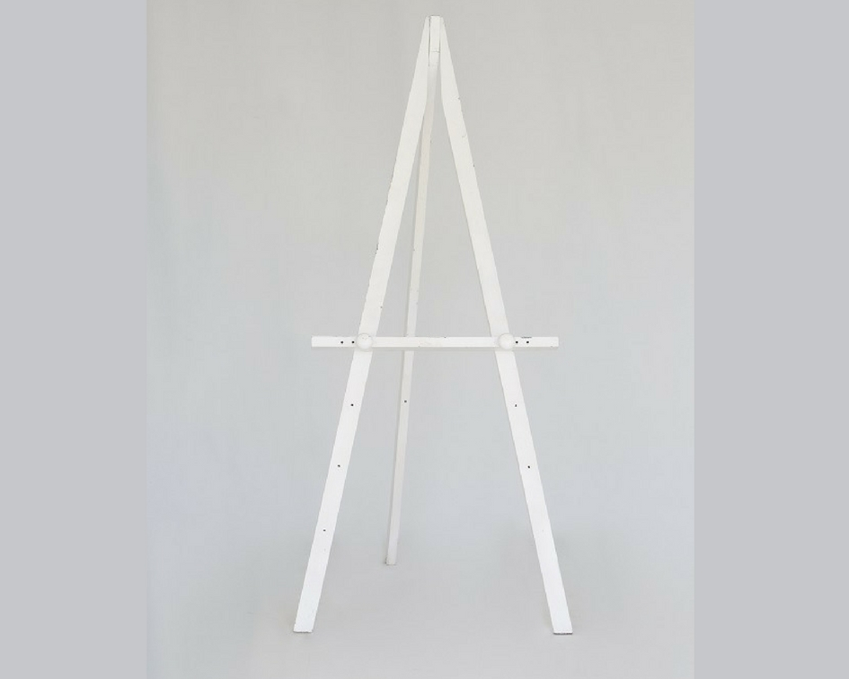 White wooden easel - Splash Events, Noosa & Sunshine Coast