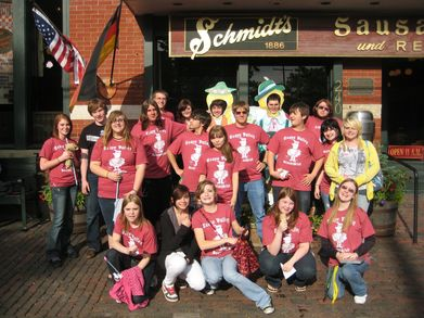 Teays Valley Deutscklub At Schmidt's Sausagehaus T-Shirt Photo