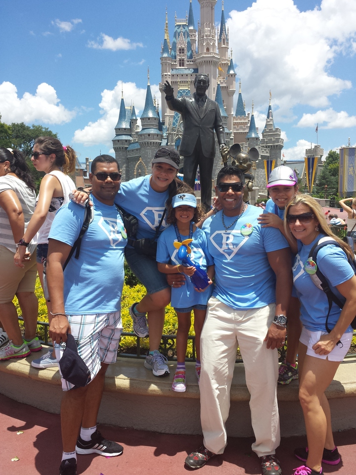 Super Redondos Take Disney! T-Shirt Photo
