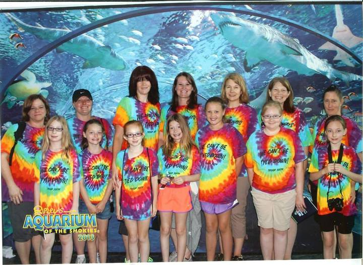 Girls Scout Trip To The Aquarium T-Shirt Photo