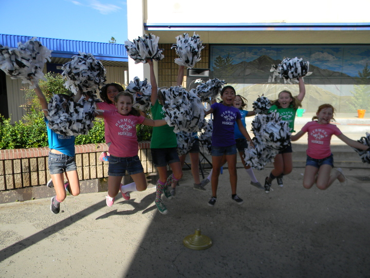 Hermosa Huskies Spirit Team T-Shirt Photo