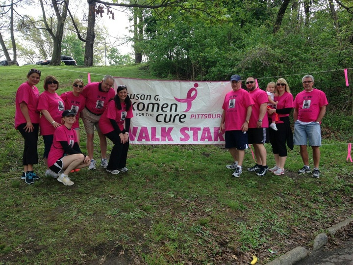 Team Linda Lou  Race For The Cure T-Shirt Photo
