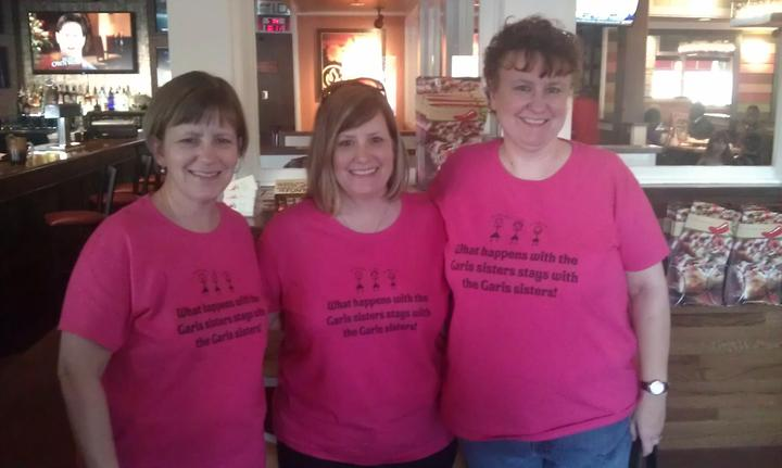 Garis Sisters Rock! T-Shirt Photo