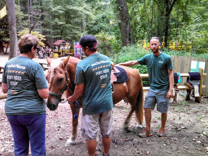 Dun Pikin Farm Staff At Md Renaissance Festival T-Shirt Photo