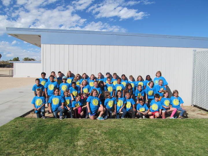 Las Flores Elementary School Leadership Group T-Shirt Photo