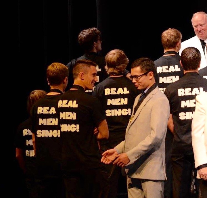 Real Men Sing ! T-Shirt Photo