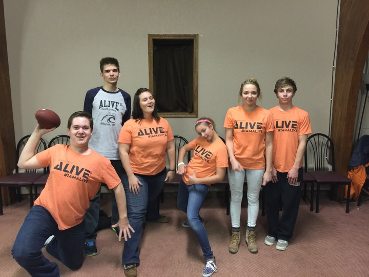 Alive Youth Groupo T-Shirt Photo