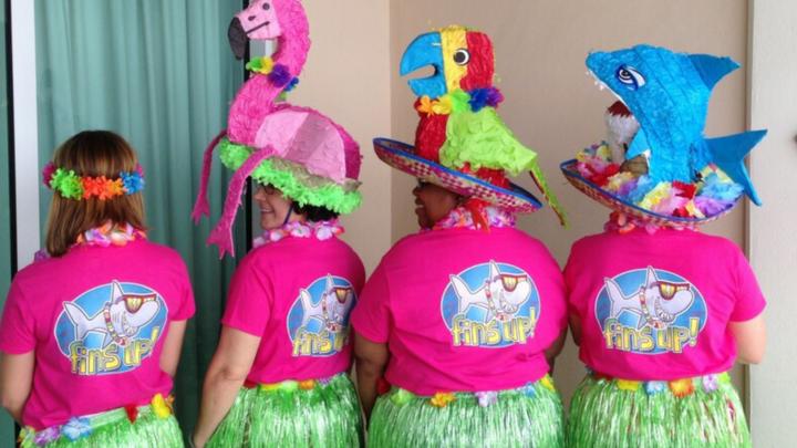 Fins Up Parrot Heads!! T-Shirt Photo