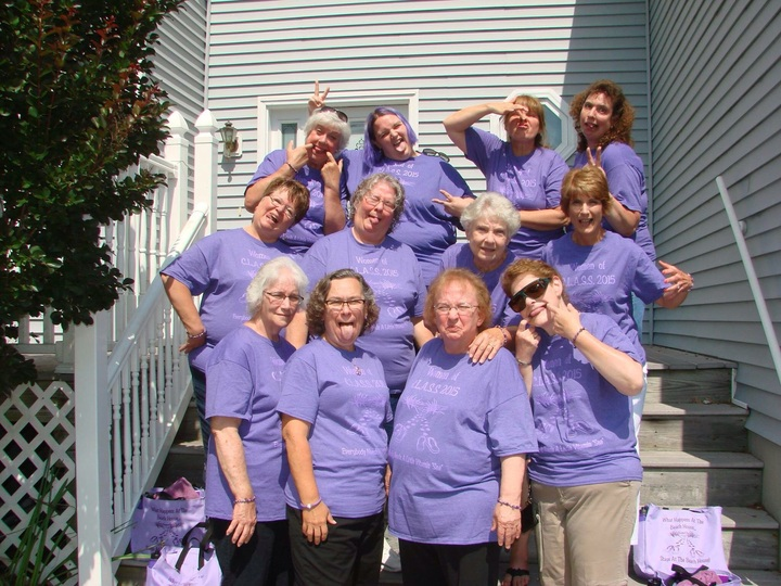 Goofy Ladies Of Class T-Shirt Photo