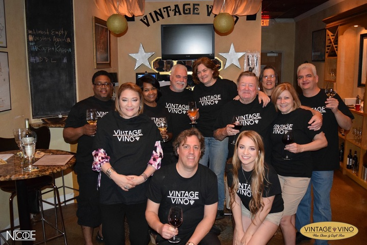 Vintage Vino T Shirt Club T-Shirt Photo
