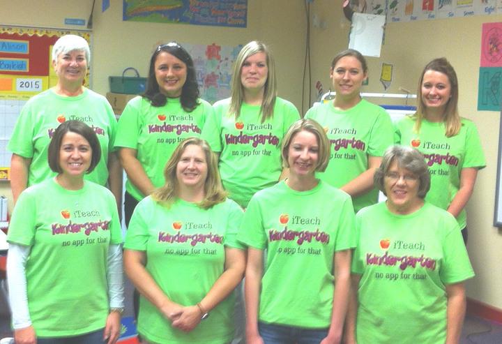 I Teach Kindergarten T-Shirt Photo