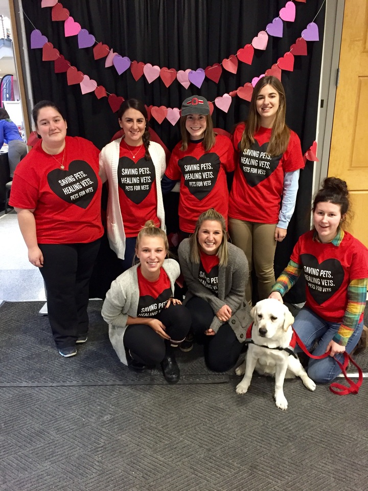 Pets For Vets On Campus Smooch A Pooch! T-Shirt Photo