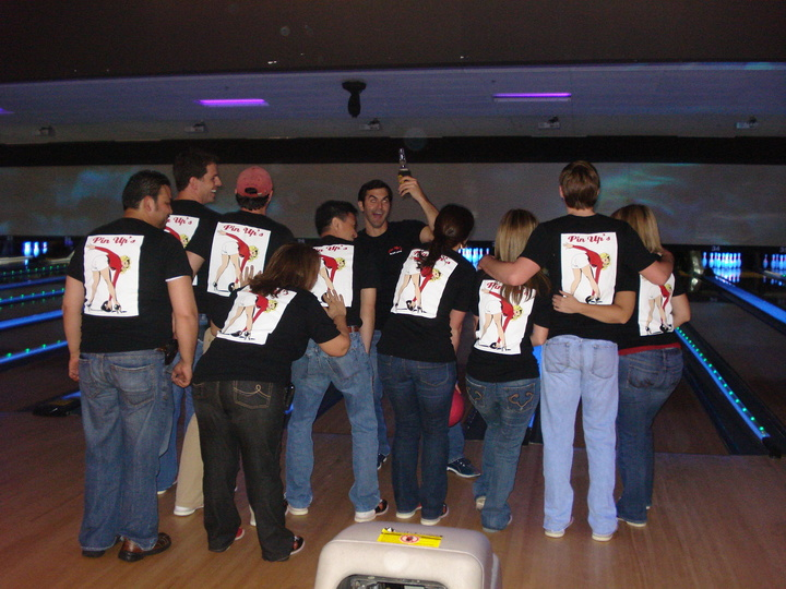 Pin Ups   Bip Bowling T-Shirt Photo