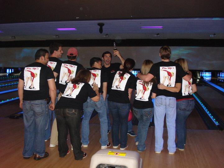 Pin Ups   Bip Bowling T-Shirt Photo