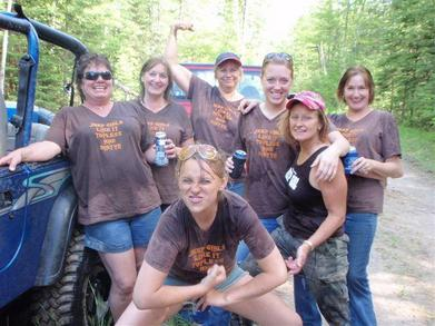 Jeep Girls Like It Topless And Dirty!! T-Shirt Photo