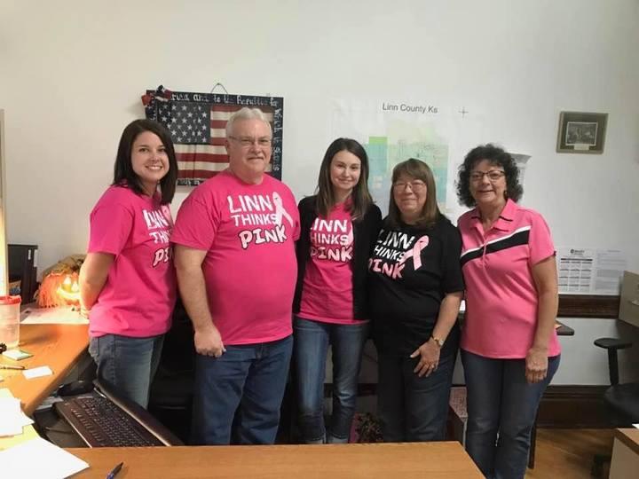 Linn Thinks Pink! T-Shirt Photo