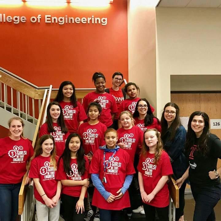 Girls! Be That Engineer 2017 T-Shirt Photo