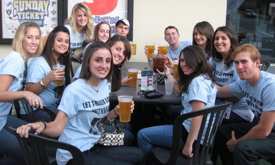 Let The Beer Flow With Jo Flo   Bar Tour '09 T-Shirt Photo