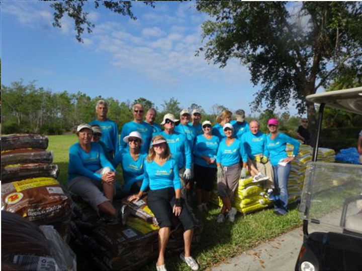 The Worker Bees And The Head Worker Bee From The Butterfly Garden Hive At Villagewalk Bonita Springs. T-Shirt Photo