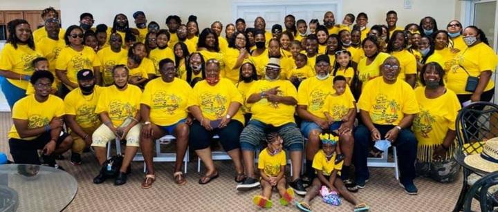 Tbt Family Reunion  T-Shirt Photo