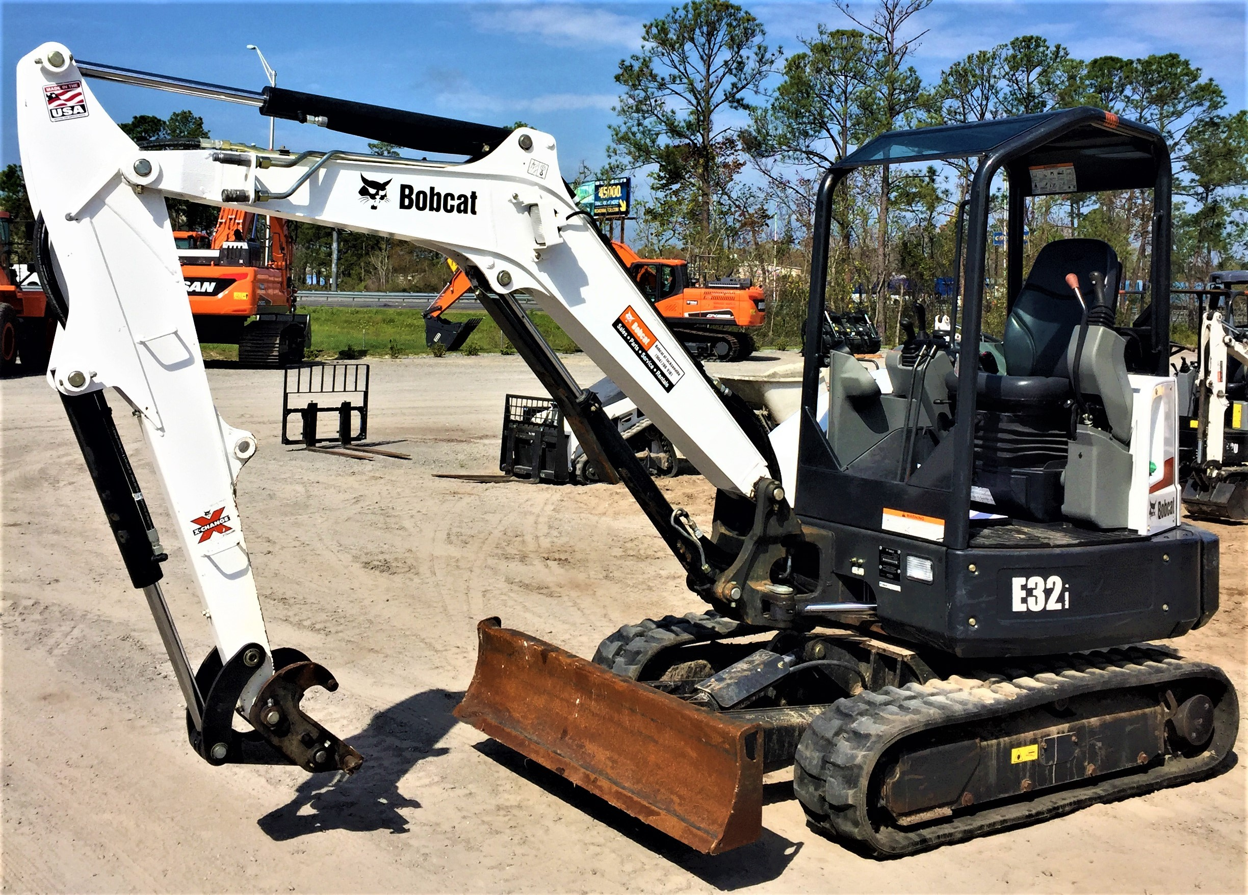 Rent this 2017 Bobcat E32i T4 Long Arm in Jacksonville, FL