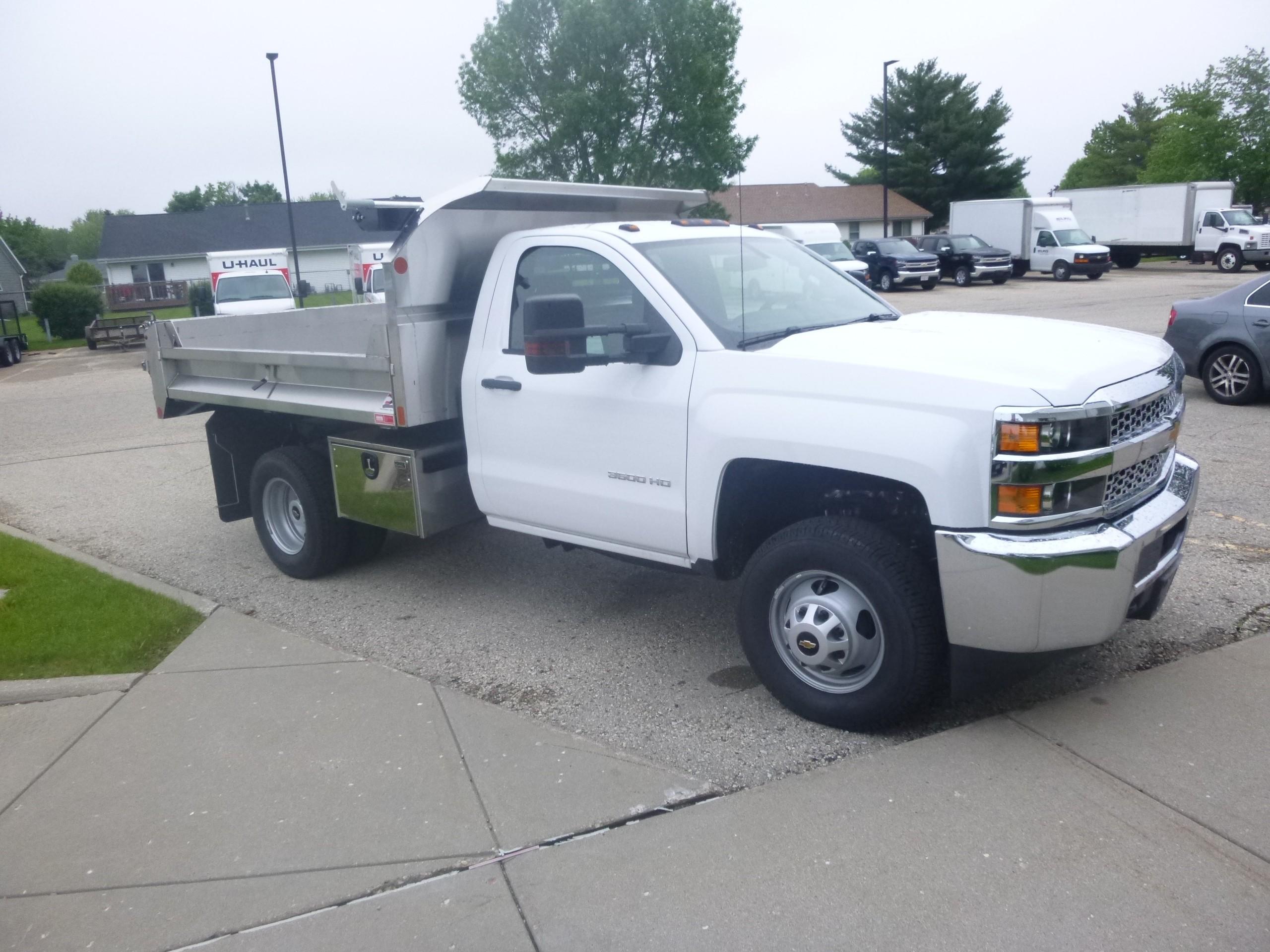 Bob Clapper Truck Trailer Janesville Wisconsin Sells Isuzu