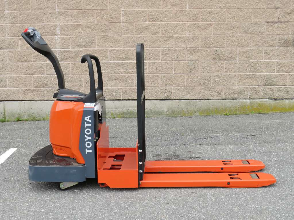 Used 2012 Toyota Industrial Equipment 8HBE30 in Lawrence, MA