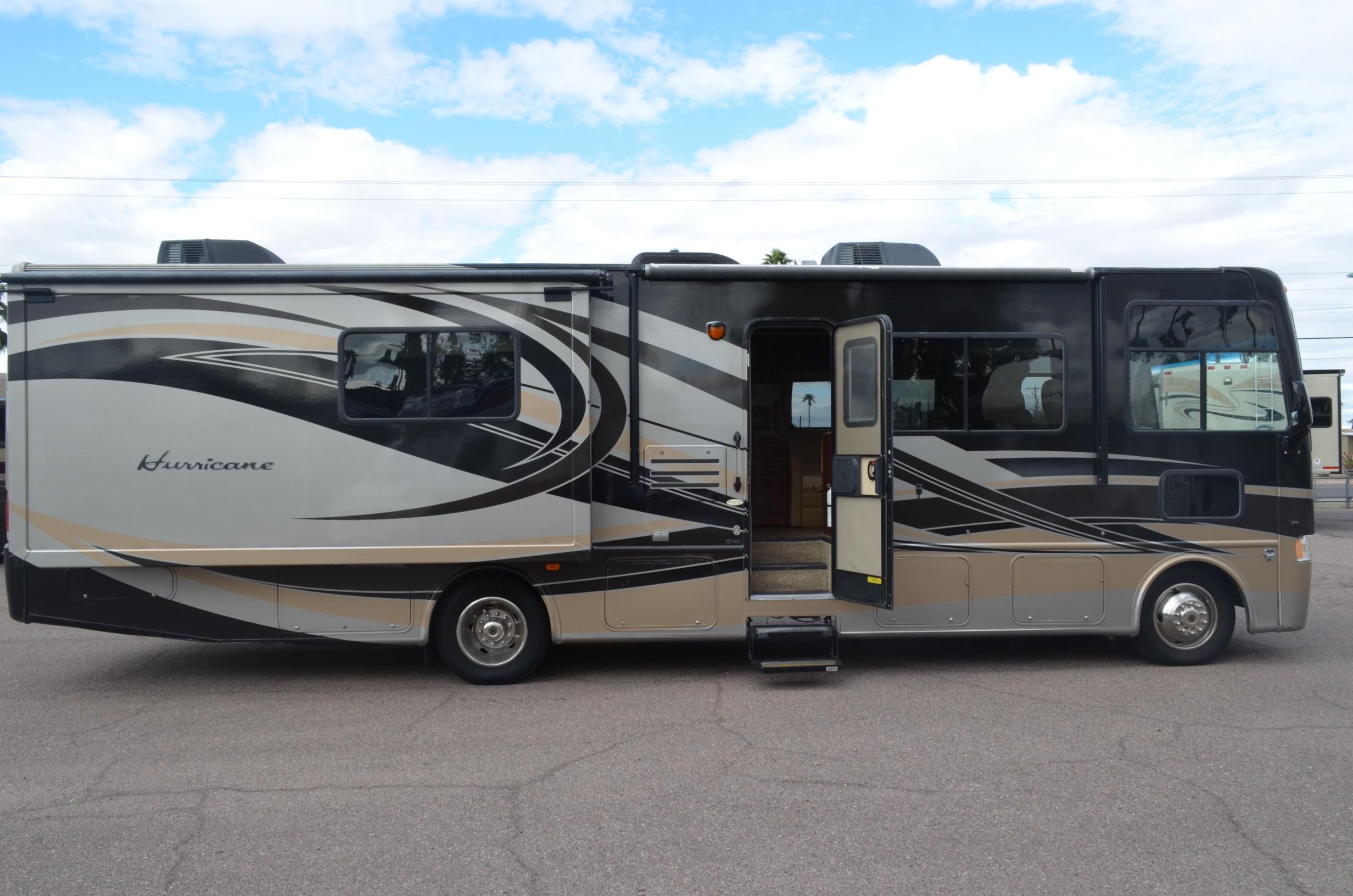 Used, 2013, Thor Motor Coach, Hurricane 33g, RV - Class A