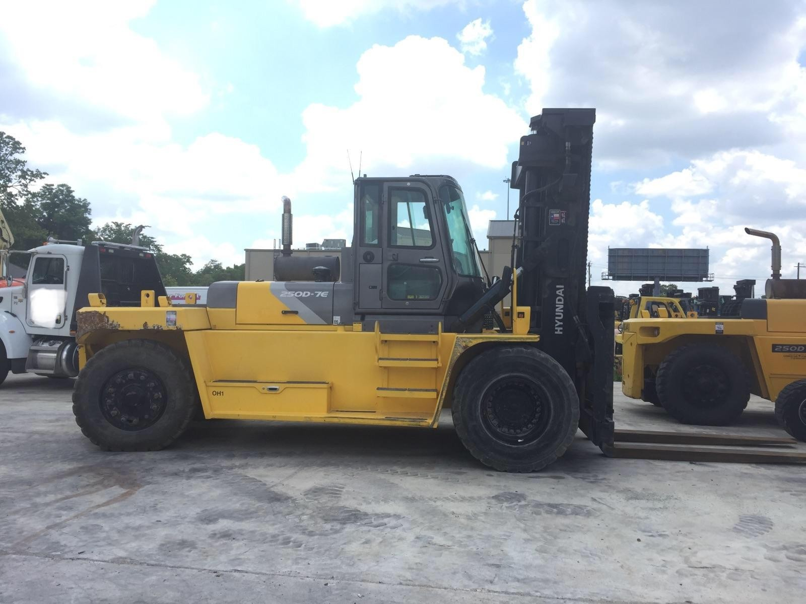Large Forklifts, Trucks, Lift Equipment Sales and Rentals: Large