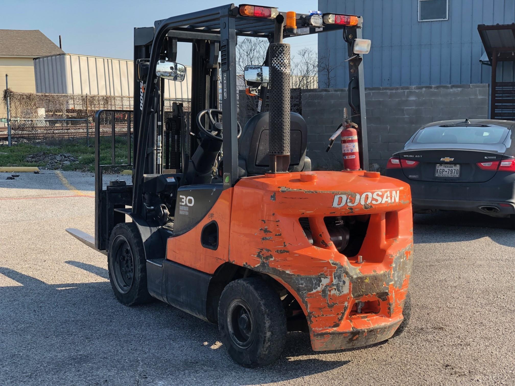 Used 2015 Doosan Industrial Vehicle D30S-7 in 1000 N  First Street, TX
