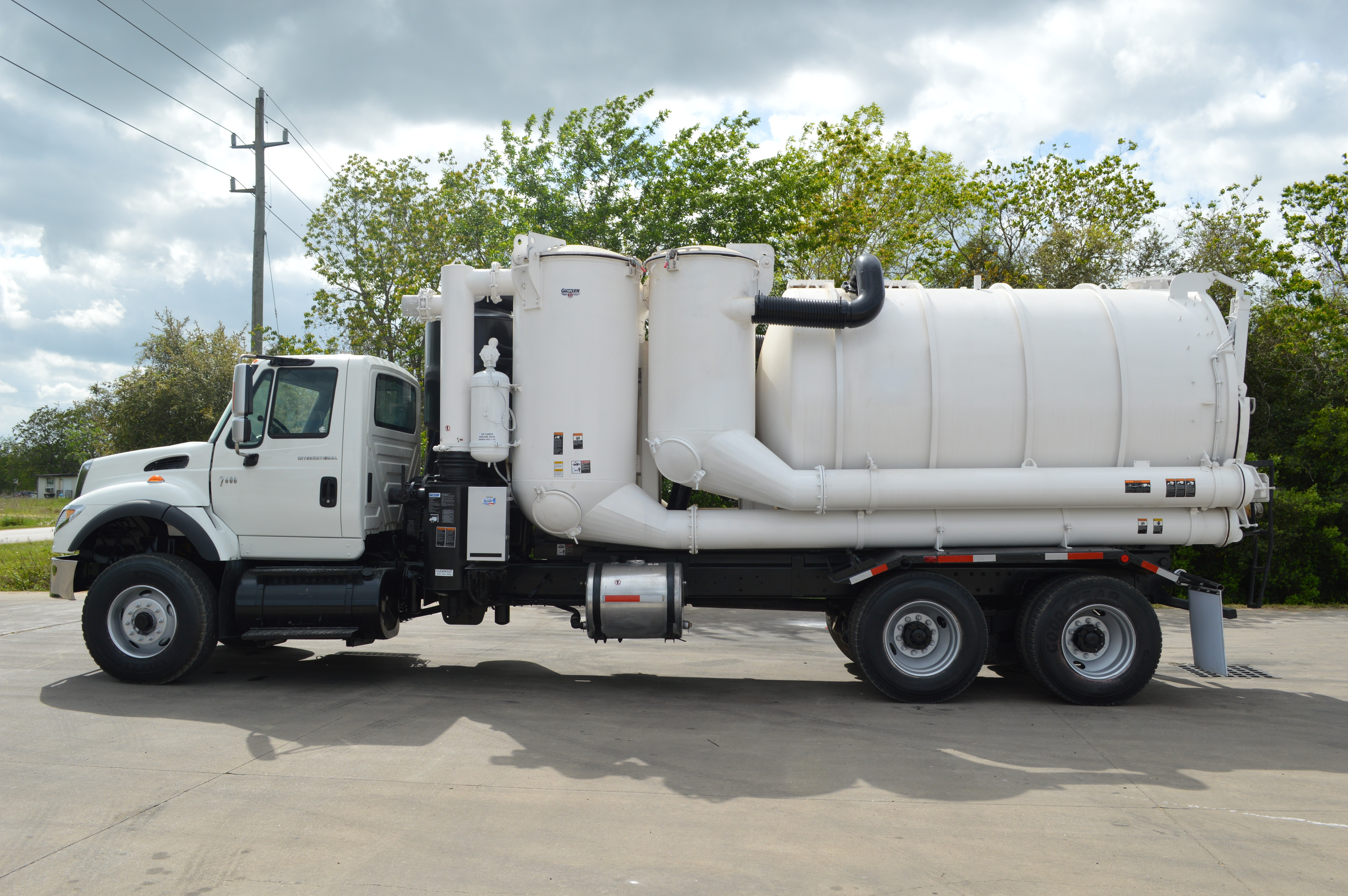 Used 2004 International 7600 - Industrial Air Movers in
