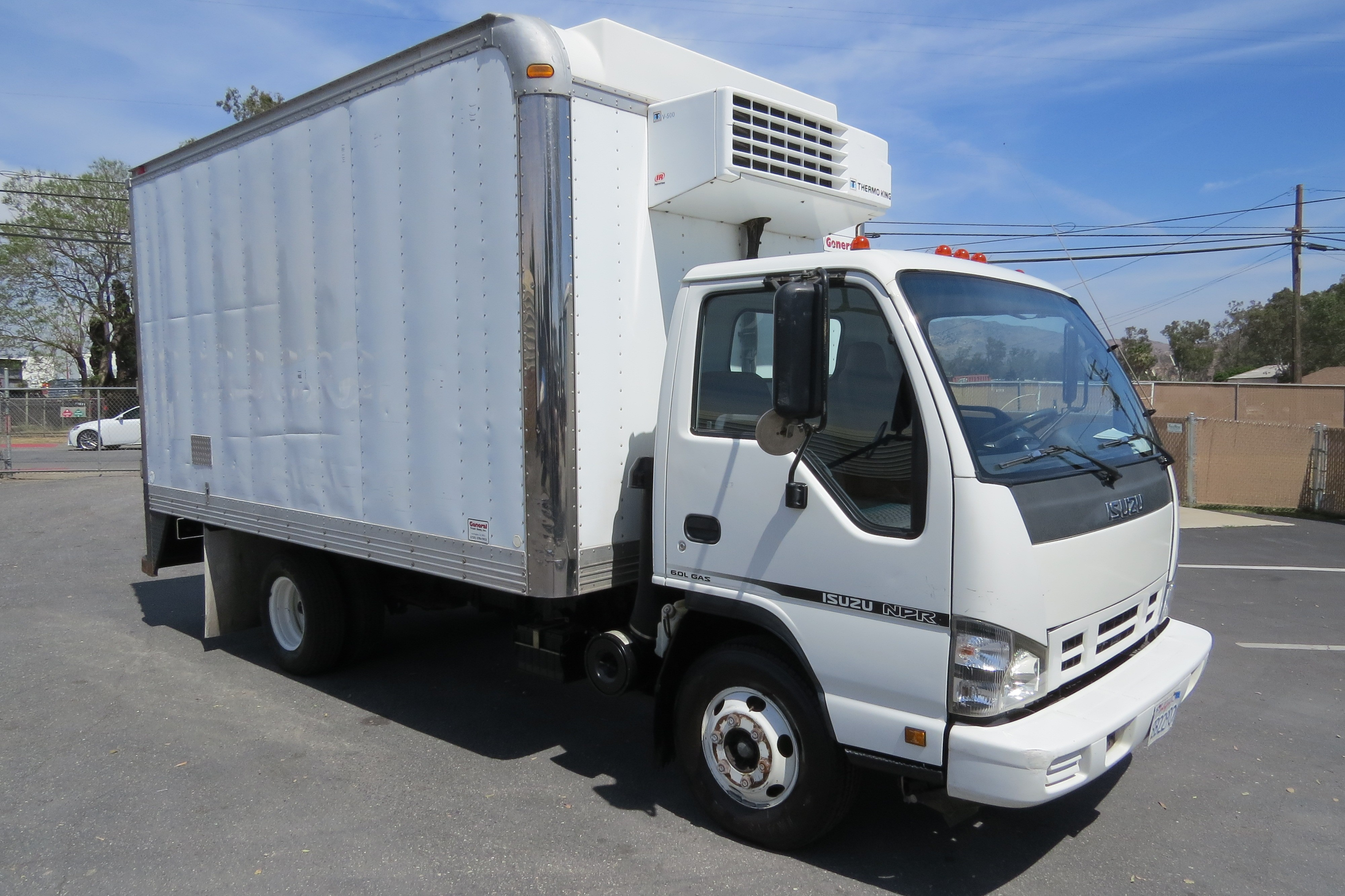 Used 2007 Isuzu NPR 14 ft  ThermoKing V-500 Reefer Box Van