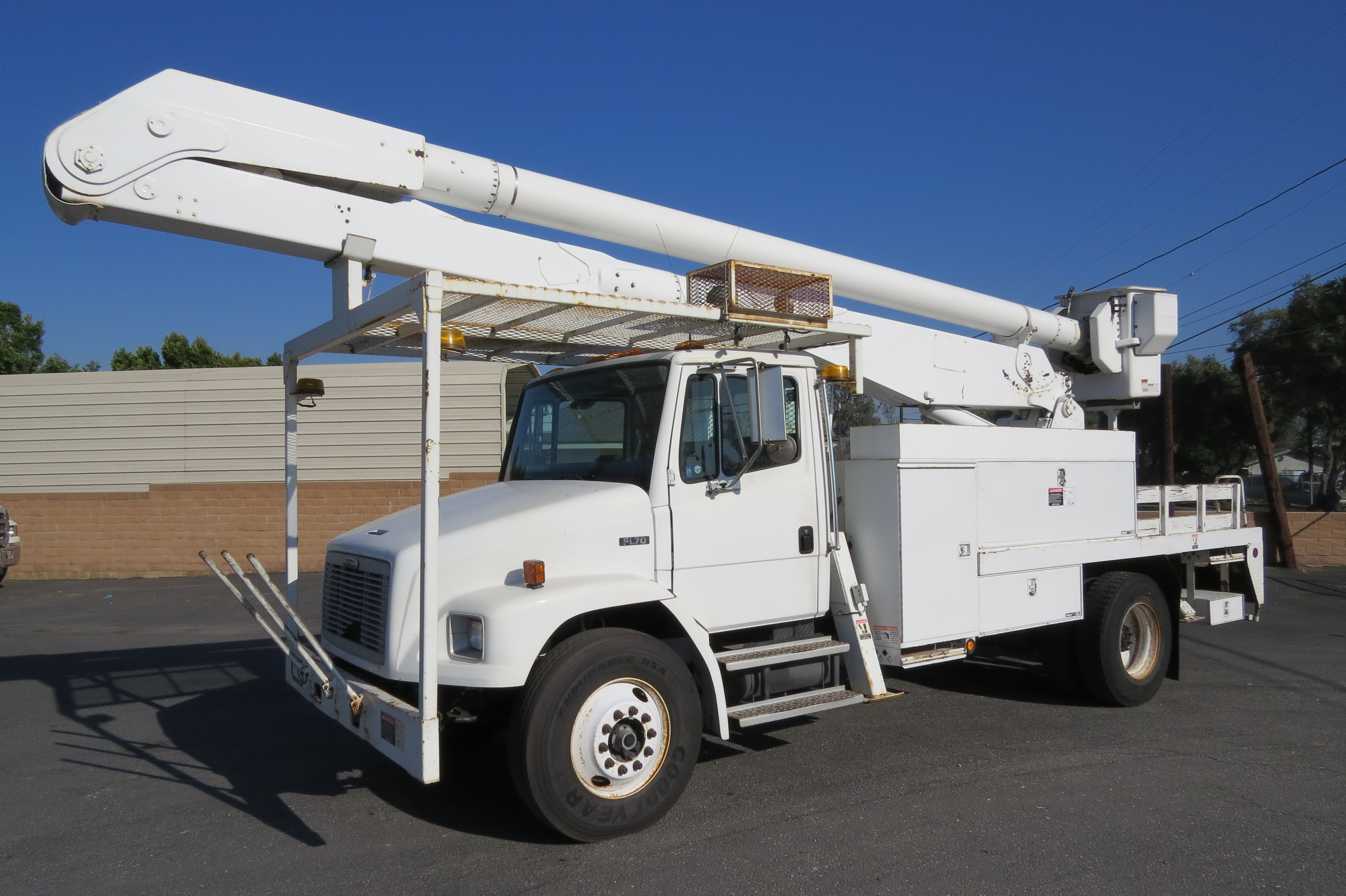 Used 2000 Freightliner FL70 60 ft  Rear Mount Forestry