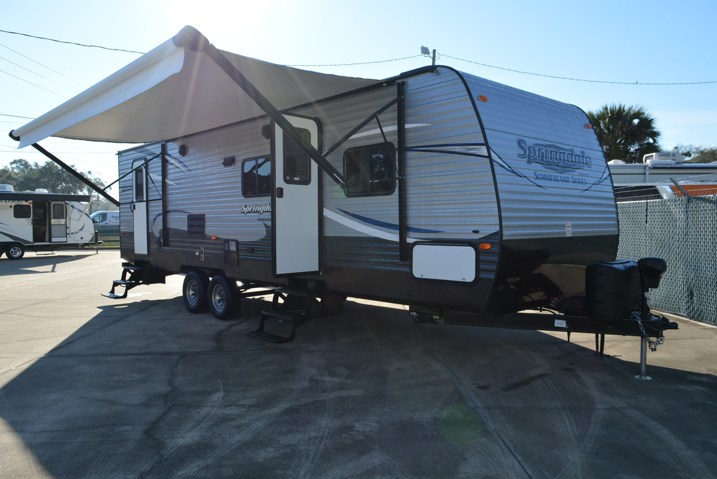 Robbins Camper Sales, Class A, B & C RVs, Fifth Wheels