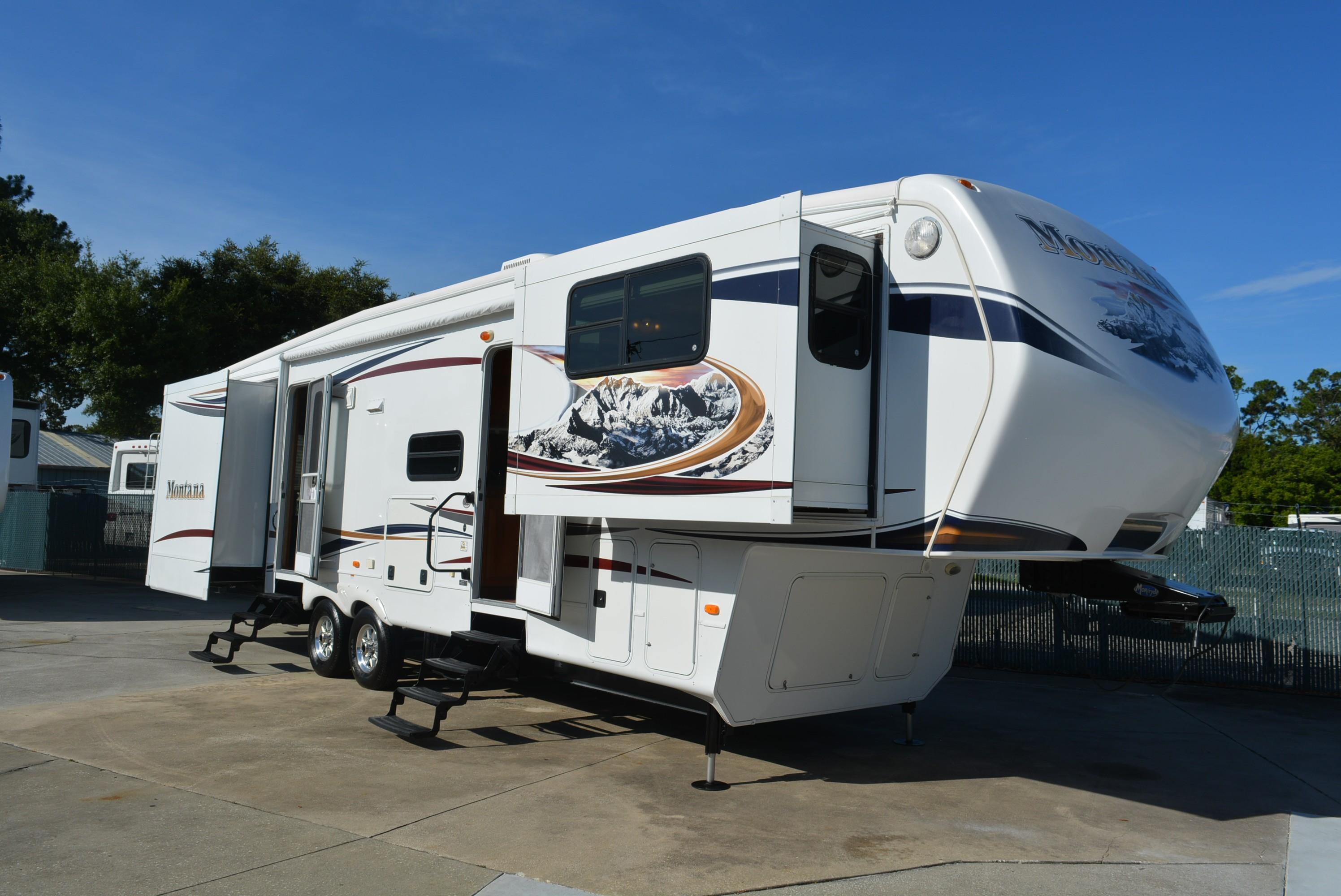 Robbins Camper Sales, Class A, B & C RVs, Fifth Wheels