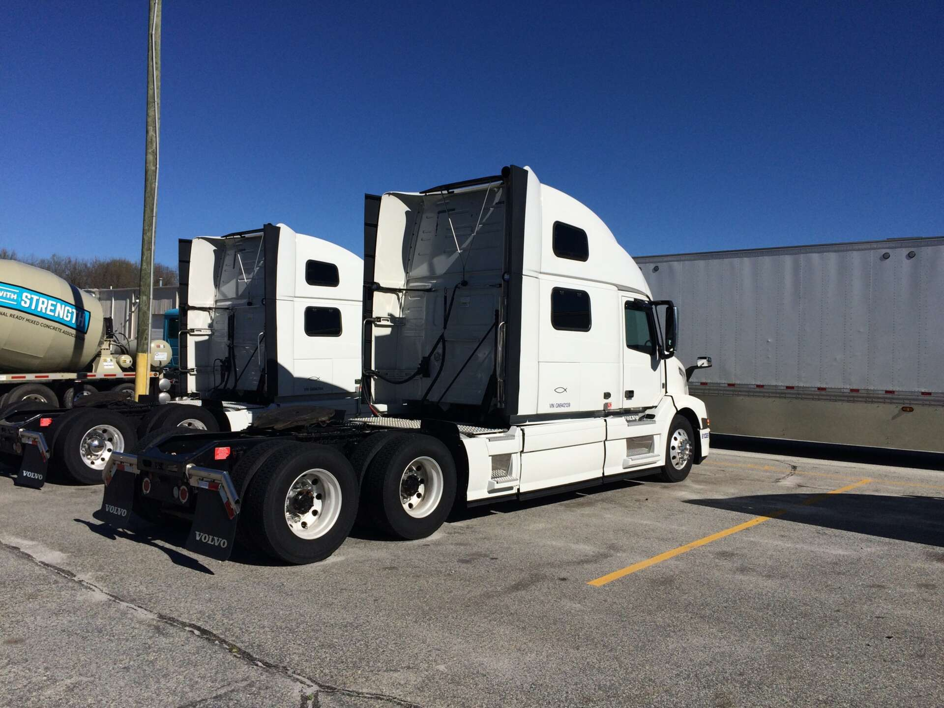 shows off img efficiency supertruck volvo boost its for vnl sale freight in achieves