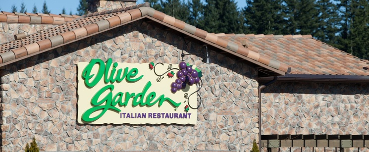 Olive Garden Has A Crazy New Breadstick Creation: Olive Garden's New Menu Features Frightening Food Mashups