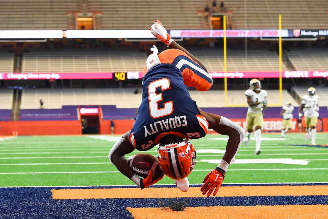 Taj Harris scores a touchdown.