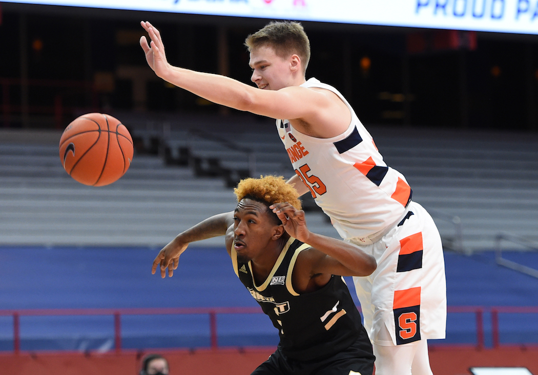 Bryant University Bulldogs guard Michael Green III (3) ox out Syracuse Orange guard Buddy Boeheim (35) in the second half of a game between Syracuse and Bryant at the Carrier Dome, Nov. 27, 2020. Dennis Nett | dnett@syracuse.com Dennis Nett | dnett@syracuse.com