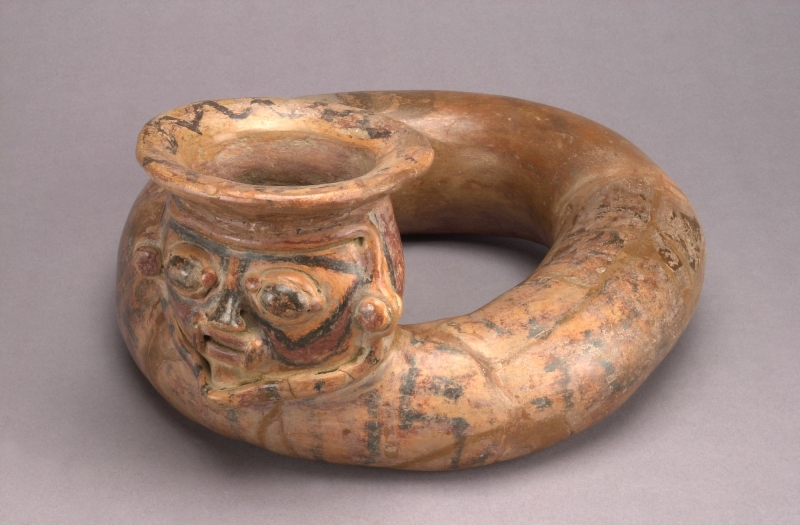 Ring-form Vessel with Modeled Head