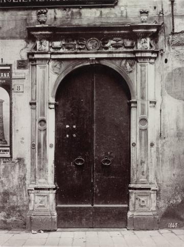 Genova. Portale in Via posta vecchia