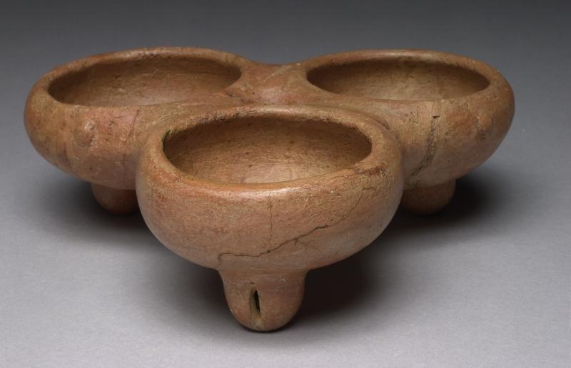 Three-bowl Tripod