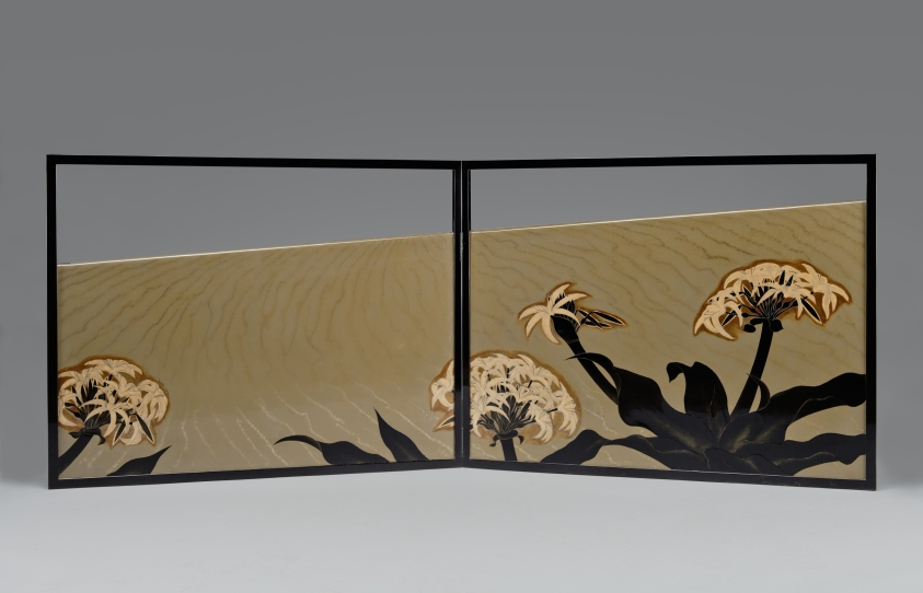 Tearoom Folding Screen (furosaki byobu) with Sand Dune and Spider Lilies