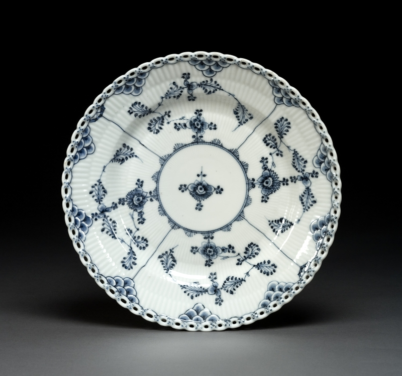 Blue Fluted Full Lace Plate