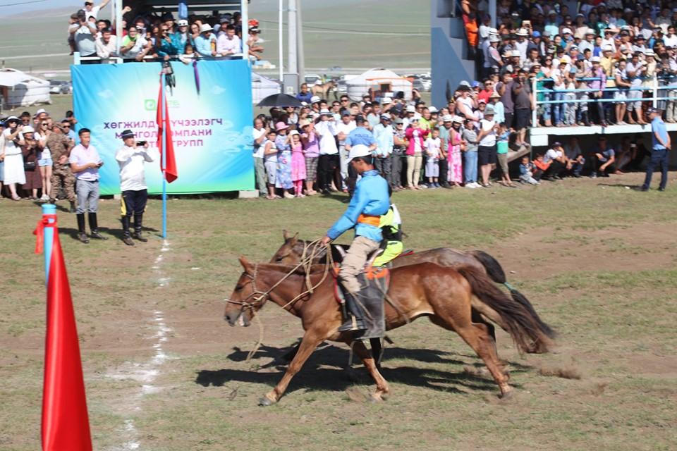 Дархан-уул аймгийн баяр наадмын соёолон насны морьдын уралдаанд 75 хурдан хүлэг уралдлаа