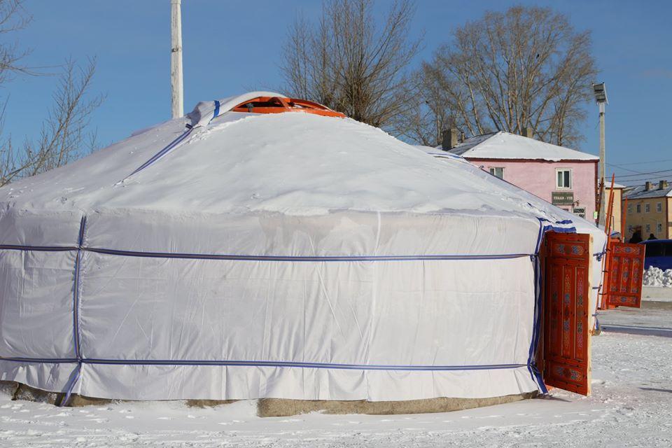 Дархан-Уул аймгийн Шарын гол сумын зорилтот 5 өрх айл өргөө цагаан гэртэй боллоо