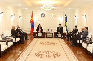 Шинэ үндсэн хуулийг баталсны 29 жилийн ойг тохиолдуулан  Ардын их хурлын депутатуудад хүндэтгэл үзүүлэв