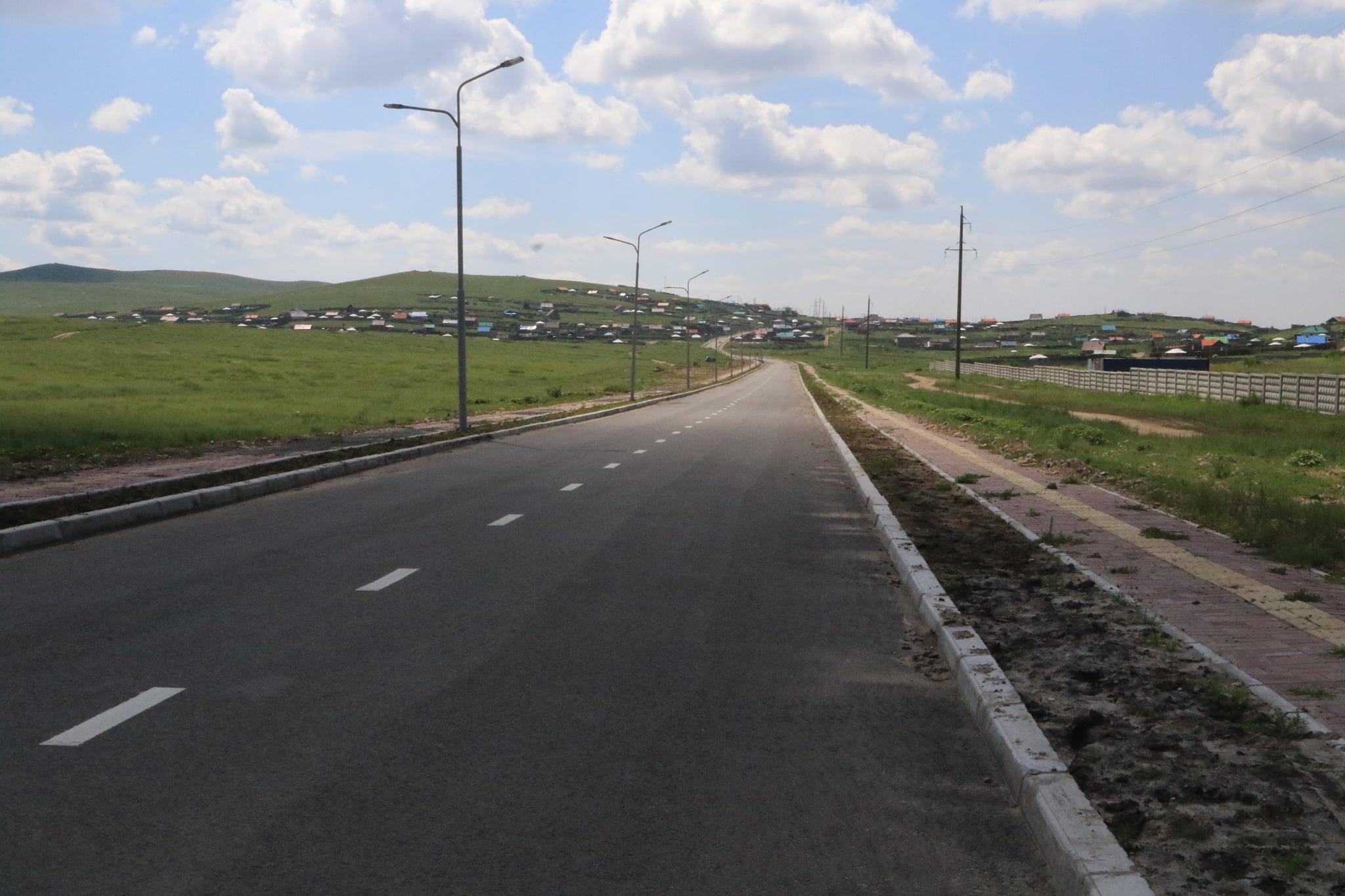 Дархан сумын 6, 7 дугаар багт баригдсан 2.079 км урт хатуу хучилттай авто замын хажуугийн гэрэлтүүлгийн ажил 80 хувьтай байна